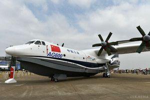 У Мережі з'явилося відео випробувань найбільшого в світі літака-амфібії (відео). У Мережі з&#039явилося відео, на якому зафіксовані наземні випробування найбільшого в світі літака-амбифии AG600, зробленого китайськими інженерами.