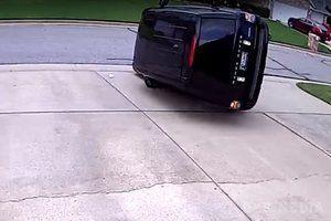 Щось пішло не так: спроба зробити ефектний трюк на позашляховику закінчилася невдачею (відео). Водій хотів виконати поліцейський розворот, але замість цього розбив авто.