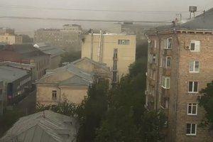 У Москві вирує ураган: 7 загиблих, Медведєв не може виїхати з резиденції. Грозовий шквалистий вітер повалив дерева в підмосковній резиденції прем&#039єр-міністра РФ Дмитра Медведєва, у Москві від урагану загинули 7 людей