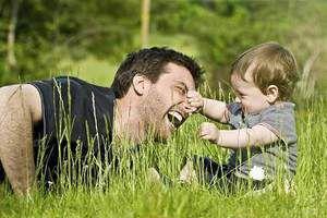 Сьогодні 18 червня  День батька  - історія, красиві привітання  смс та листівки. В Україні це свято не є офіційним, а тільки всенародним, але все одно вашим татам буде приємно отримати привітання з Днем батька