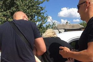 У Києві жінка-коп замовила викрадення людини. У Києві затримана 24-річна лейтенант поліції, яка замовила викрадення чоловіка, щоб примусити його взяти на себе вбивство, яке скоїв її цивільний чоловік.