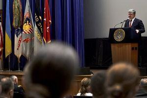 Виступ Порошенко під час візиту у військову академію США Вест-Пойнт (відео). Під час робочого візиту до США Президент України Петро Порошенко відвідав Військову академію країни «Вест-Пойнт».