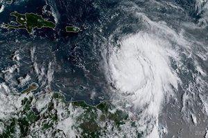 """NASA показало на відео процес формування урагану """"Марія"""". У NASA виклали відеозапис, на якому продемонстрували розвиток урагану """"Марія"""", швидкість вітру якого досягає 260 км/год."""