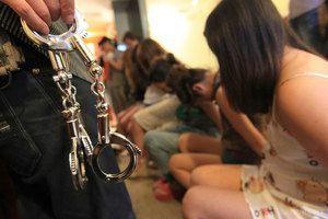 Поліція: в Україні у 2017 році 281 людина постраждала через торгівлю людьми. У Національній поліції заявляють, що в Україні у 2017 році 281 людина постраждала через торгівлю людьми.