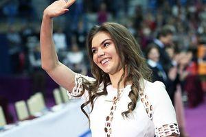 Аліна Кабаєва розсекретила своє особисте життя. Гімнастка Аліна Кабаєва заявила, що її особисте життя залишиться її особистою справою.
