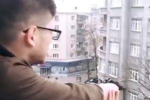 Харків&#039янин відкрив хаотичну стрілянину з балкона квартири. Відео інциденту порушник не побоявся викласти в Інтернет.
