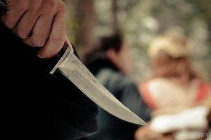 Під Харковом чоловік зарізав дитину через цукерки на кладовищі. У селищі Великий Бурлук Харківської області 48-річний місцевий житель жорстоко вбив 8-річну дитину, завдавши при цьому близько 34 ножових поранень.