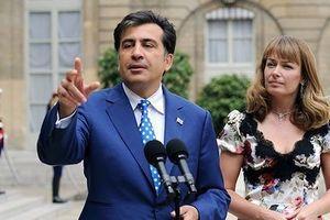Дружина Саакашвілі повідомила, що Київ хоче екстрадувати його в Грузію. Сандра Рулофс повідомила, що влада хочуть екстрадувати Саакашвілі в Тбілісі.
