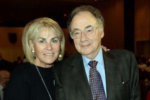 Канадський мільярдер і його дружина знайдені мертвими в Торонто. Баррі Шерман і його дружина Хані знайдені мертвими в своєму будинку.
