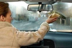 Дізнавшись, навіщо вона протерла картоплею вікна в машині, я захотів зробити так само!. Автомобіль — другий дім автолюбителя, і як хочеться, щоб у ньому завжди було затишно! Спробуйте ці прості домашні засоби для захисту від запотівання вікон.