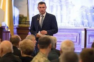 Віталій Кличко прокоментував закон, завдяки якому в Києві будуть боротися з незаконним паркуванням. Незаконне паркування обійдеться у тисячу гривень.