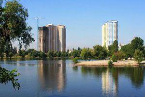 На вихідних люди прийшли до київського озера: те що вони там побачили їх не на жарт стривожило. Також побачене розділило користувачів соцмереж на два табори.