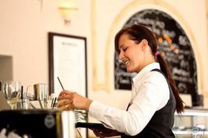 10 професійних секретів офіціанток, про які ви повинні знати. Якщо боялися запитати...